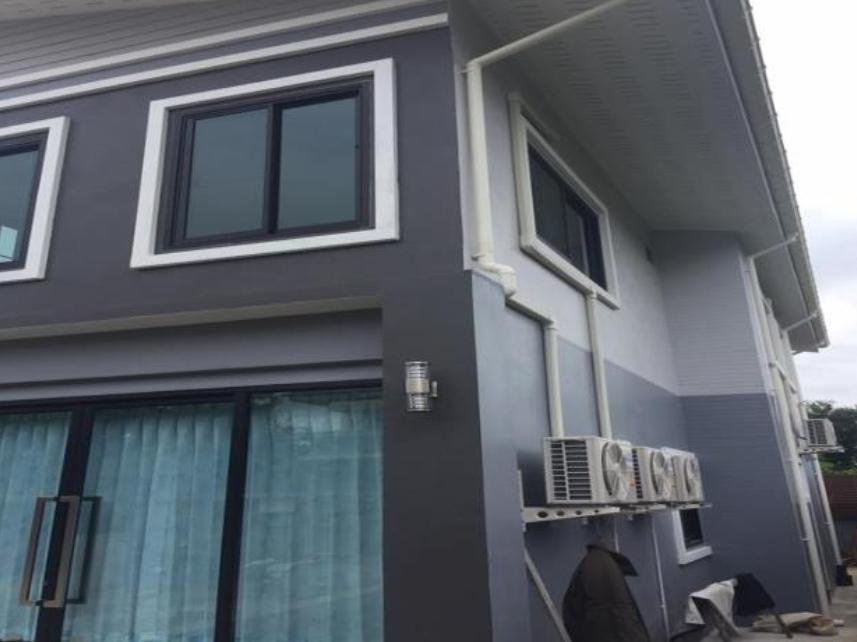 บ้านสองชั้นสไตล์โมเดิร์น คุมโทนสีเทา เน้นตกแต่งโล่งโปร่งสบาย ในงบ 2,500,000 บาท
