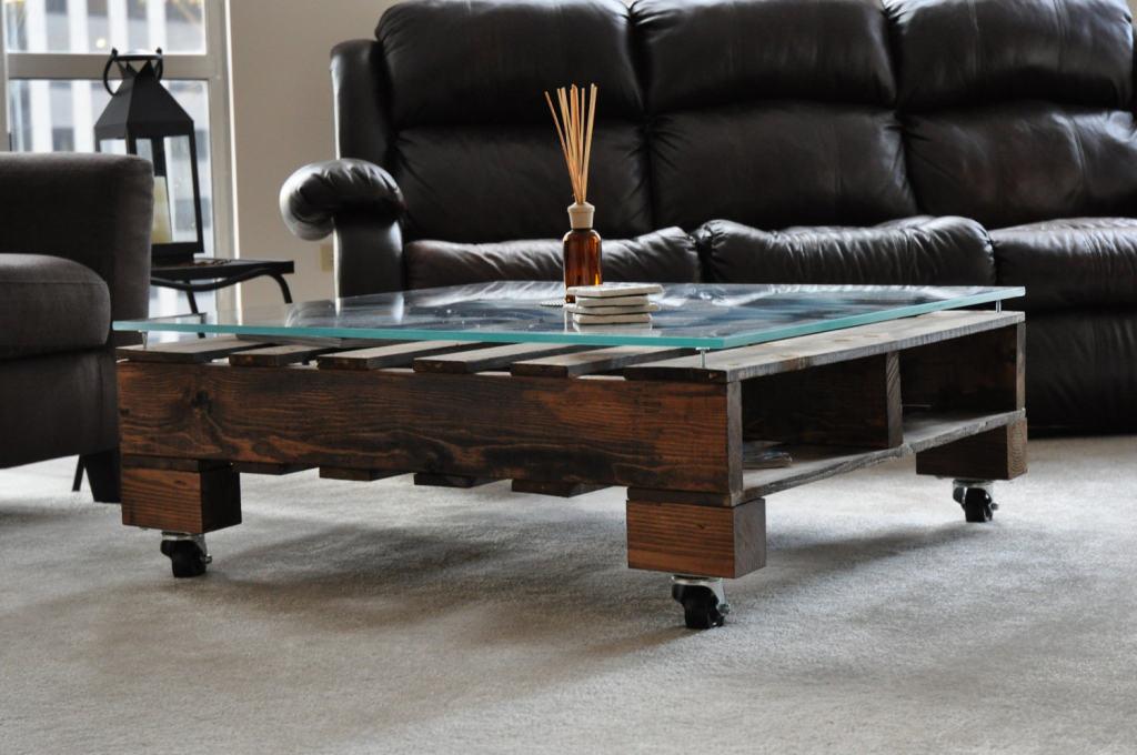 """รวมไอเดีย DIY เฟอร์นิเจอร์โต๊ะไม้จาก """"ไม้พาเลต"""""""
