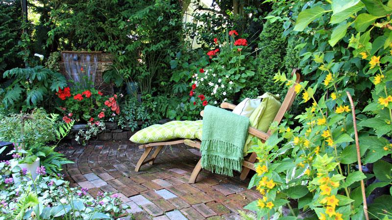 การออกแบบสวนได้อย่างฉกาจฉกรรจ์ ซึ่งทั้งคู่ได้มาแชร์เทคนิคการ แต่งสวน ให้สวยแจ่ม สะดุดตา ไม่ว่าสวนในแบบที่คุณต้องการจะเป็นเพียงสวนเล็กๆ แบบเรียบง่าย